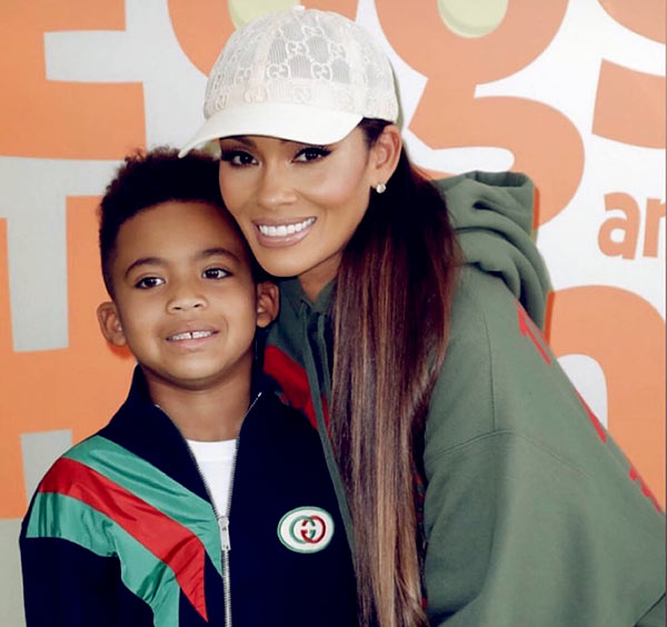 Image of Shaniece with her little brother Carl