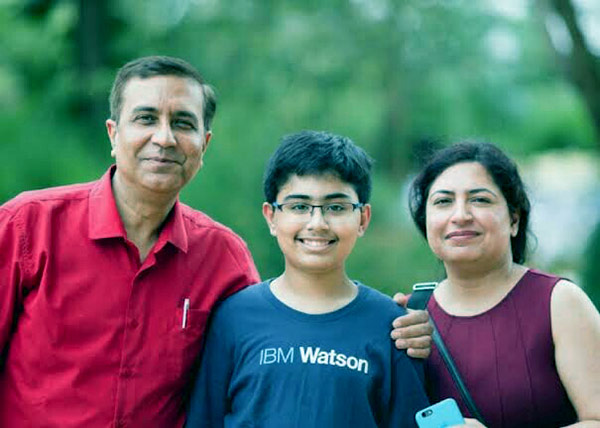 Image of Tanmay with his father Puneet and mother Sumita Bakshi