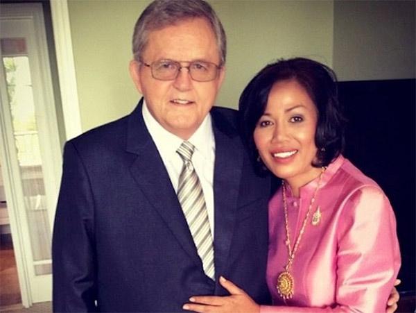 Image of Vilailuck with her husband Ron Teigen